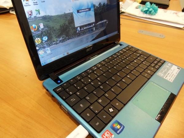Acer Aspire One 722 - netbook - vue super stylée qui déchire