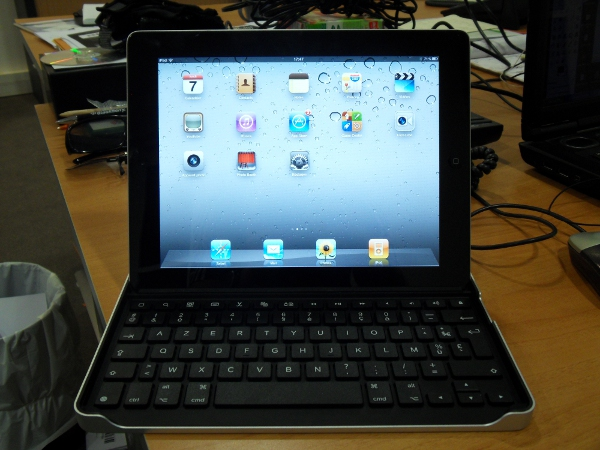 Logitech Tablet Case iPad 2 horizontal