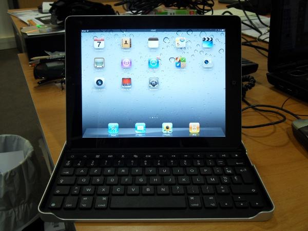 Logitech Tablet Case iPad 2 horizontal