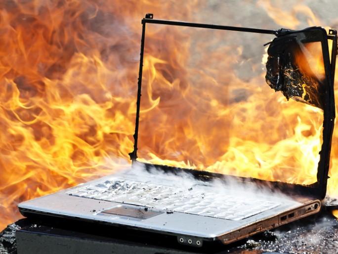 ordinateur en feu