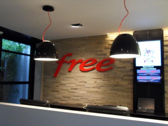logo-free-freecenter-boutique