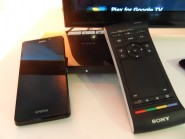 Google TV : télécommande et smartphone
