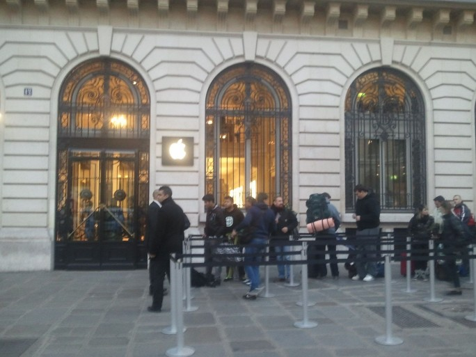 apple-iphone5-store-pomme-smartphone-ios6
