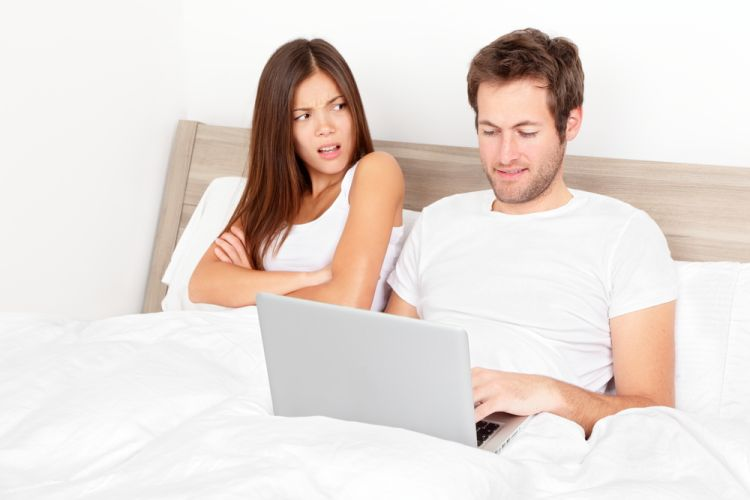 Royalty-Free Stock Photo Couple with laptop in bed.