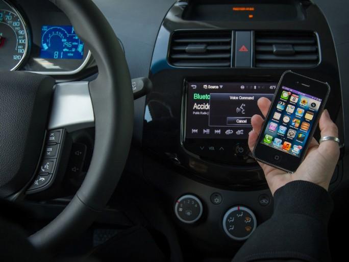 General Motors Chevrolet Spark LTZ Siri assistant vocal Apple