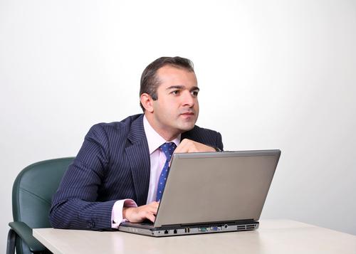 Entrepreneur et ordinateur