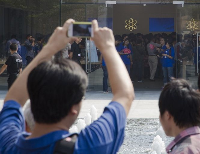 iphone-apple-production-shenzhen
