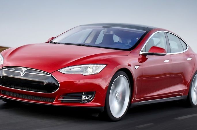 tesla-model-S-gare-pilotage-automatique