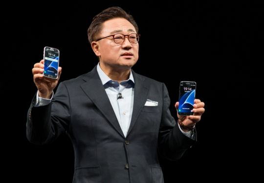 MWC-2016-DJ-Koh-Patron-division-mobile-Samsung-dévoile-modèles-Galaxy-S7-Galaxy-S7-edge