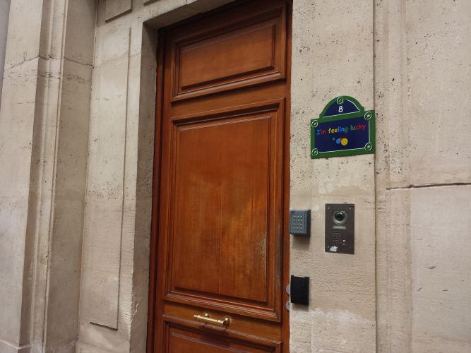 google-sas-porte-fermée