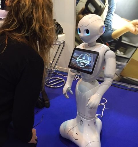 pepper-softbank-robotics-mastercard