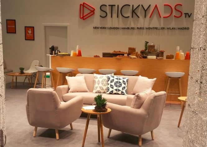 stickyadsTV-comcast