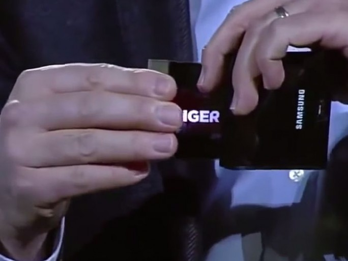 samsung-smartphones-ecrans-pliables