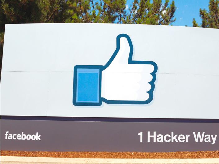 facebook choisit le freemium pour son r seau social d 39 entreprise. Black Bedroom Furniture Sets. Home Design Ideas