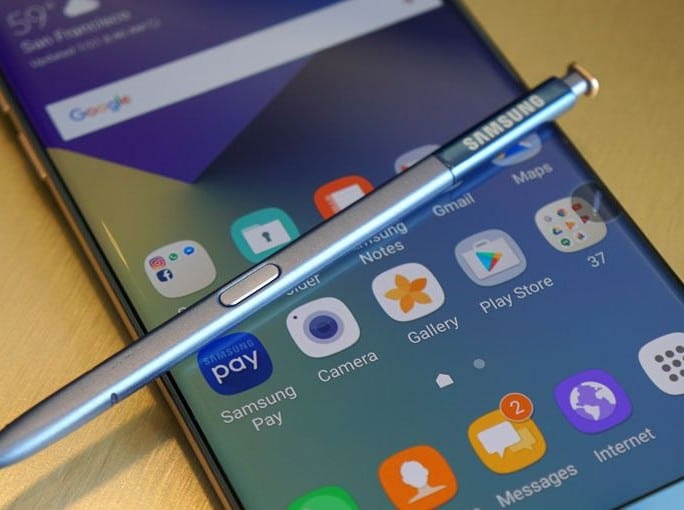 samsung-galaxy-note8-vs-apple-iphone-8