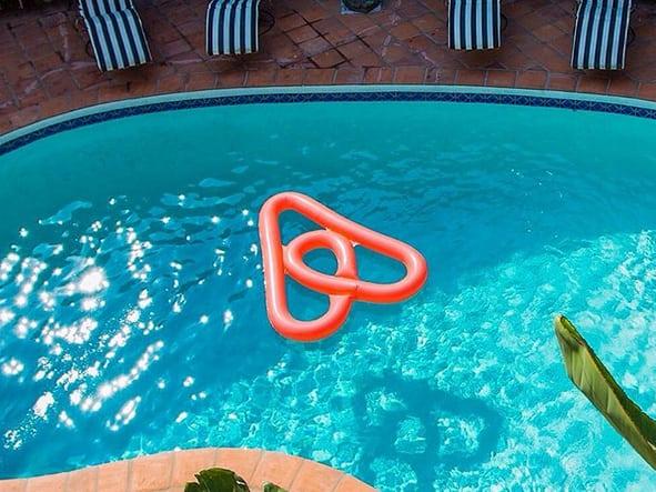airbnb-hotels-com