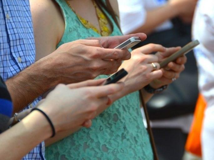Données de WhatsApp transmises à Facebook: la Cnil voit rouge