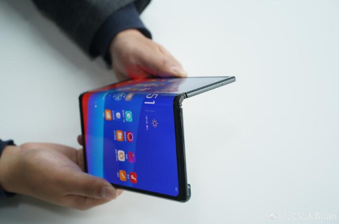 oppo-smartphone-pliable